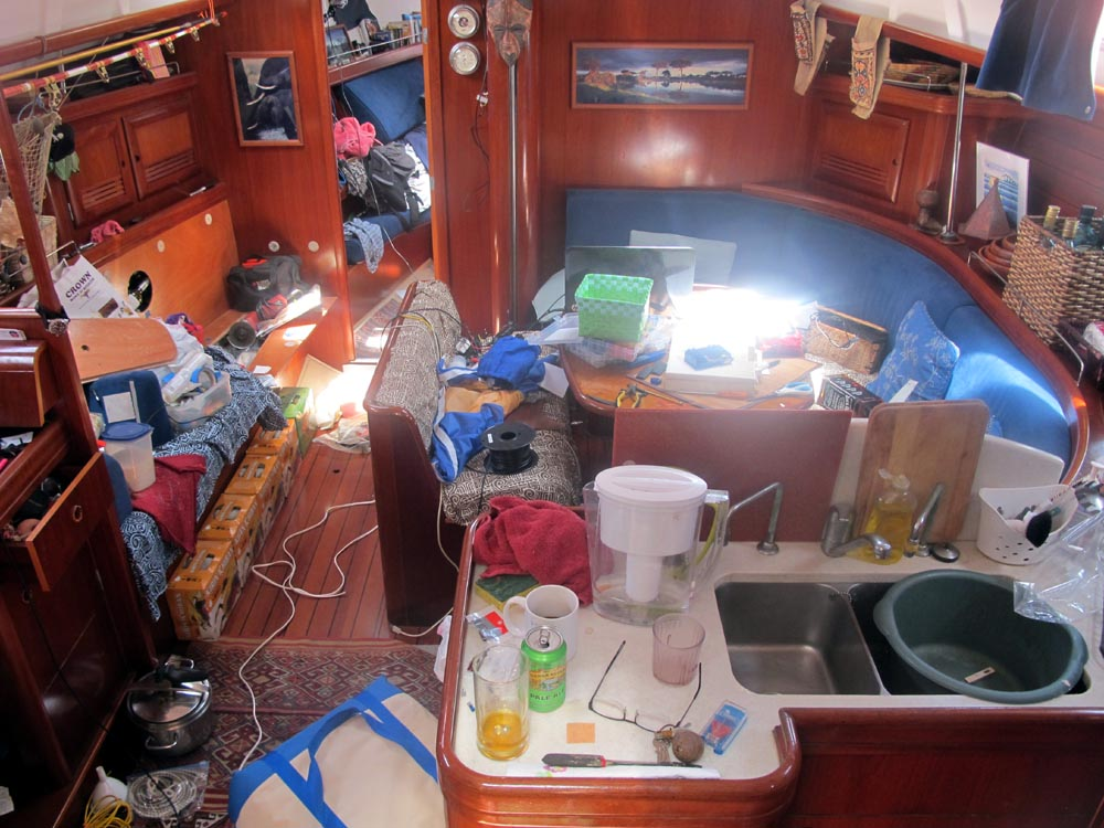 Amandla Salon Prior to Huahine Passage