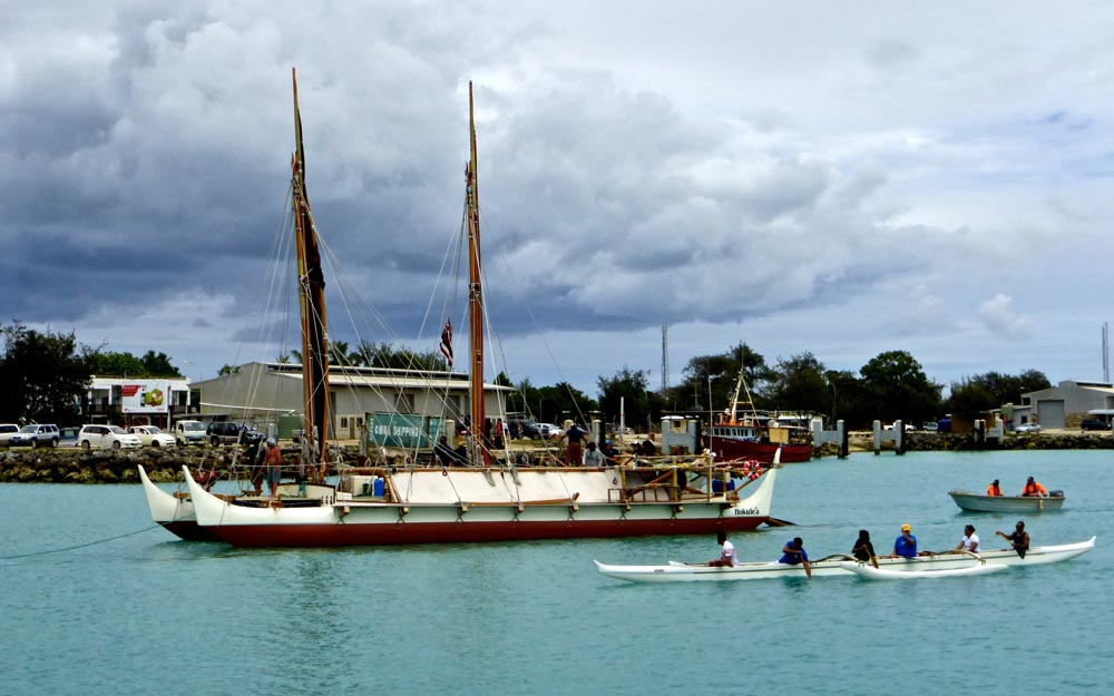 Hōkūle'a Entering Queen Salote Wharf
