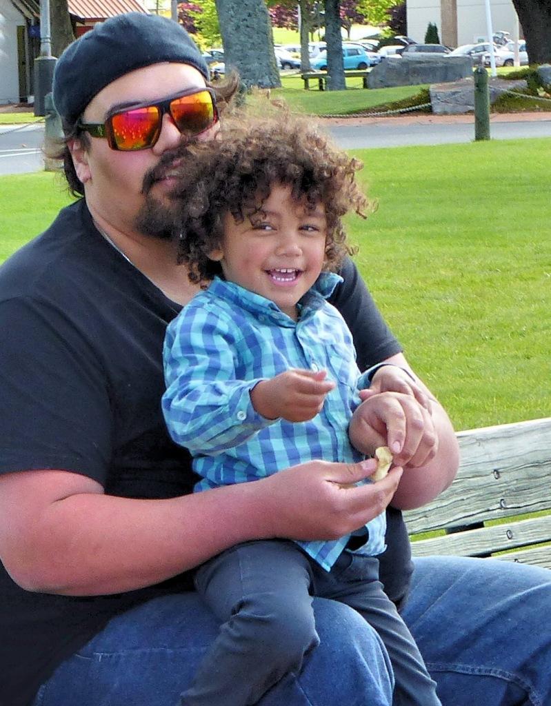 Rotorua - November 2014 - Feeding The Birds (5) _Copy