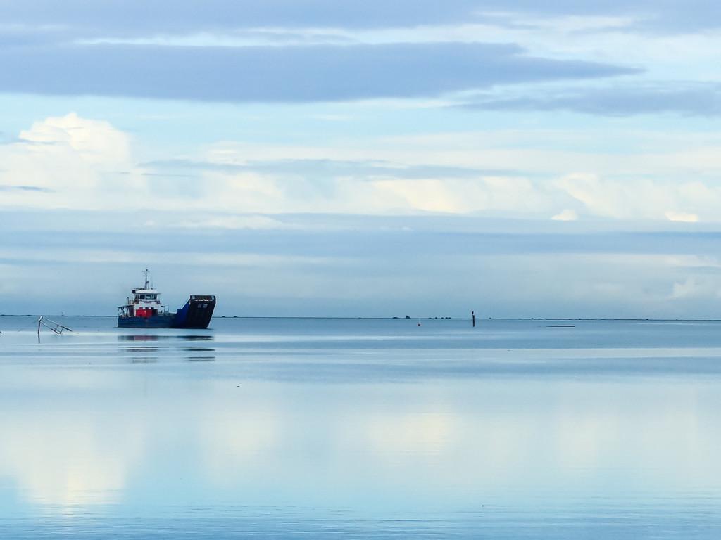 Monochrome Lami Bay